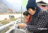 组图:北川灾区民众喝上新鲜净化水