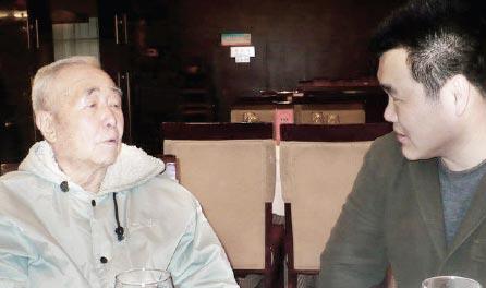 傅奇与朱季海先生(左)交流文怀沙事件。