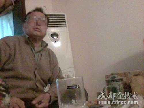 老丈人称自己的女儿(杨女士)在外有多个情人(成都全搜索 刘晓月 摄)