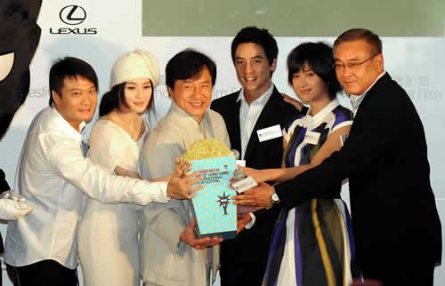 《新宿故事》成为香港国际电影节开幕电影之一。