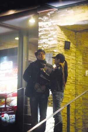 情人节当天保剑锋被拍到和女友甜蜜用餐