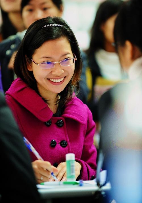 组图:福州举行女大中专毕业生专场招聘会