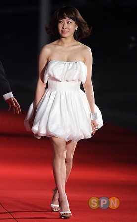 图:韩艺媛白色小短裙俏皮可爱