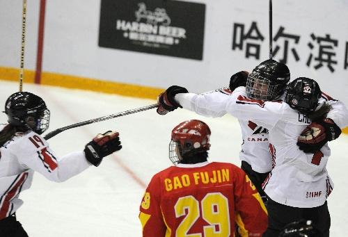 冰球决赛中国VS加拿大 加拿大队庆祝进球