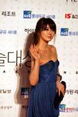 独家图:尹恩惠着深蓝色短款礼裙 妩媚动人