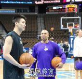 图文:[NBA]湖人负掘金 孙悦看似有所领悟