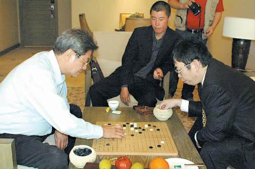 棋圣pk球王老聂胜出 当年国足核心亦是围棋高手