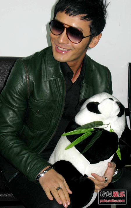 黄晓明在熊猫基地