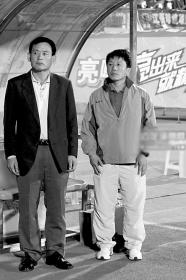 李虎恩(左)和黄勇愁啊