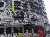 组图:那些被涂鸦过的另类建筑