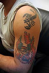 她的很多女学生身上都有传统纹身图案,但现在它们都被看做太过时了.