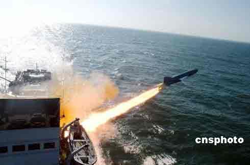 东海舰队某支队对抗演练。 中新社发 毛昭胜 摄