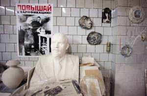 俄帝制时期成立的这个瓷器场,经历了百年风雨,现在却处在破产边缘。