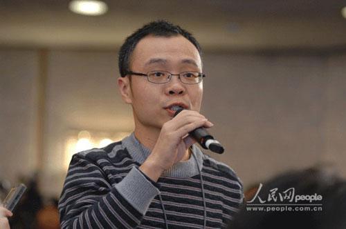 图为中国新闻社记者提问。(记者于凯摄)