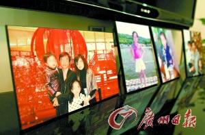 文裕章胡菁夫妇出事前幸福的家庭照。