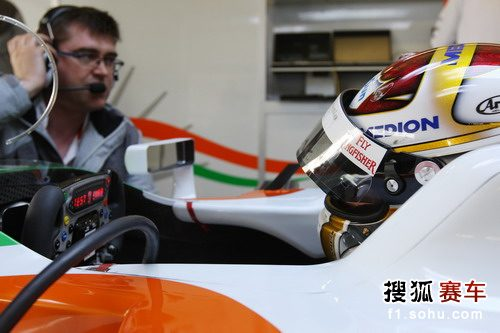 图文:F1赫雷斯试车第四日 苏蒂尔等待出发