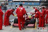 图文:F1赫雷斯试车第四日 莱科宁进站演练