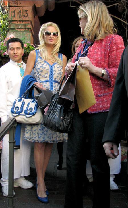 帕丽斯-希尔顿和妈妈