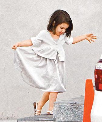 苏瑞上完画画课后优雅地跳舞。