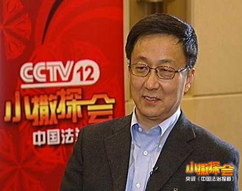 """3月4日晚,上海市长韩正接受央视《中国法治报道》""""小撒探会""""专访"""