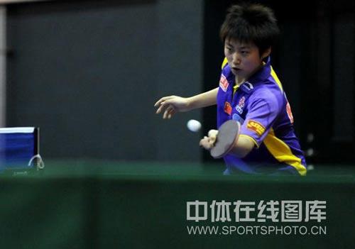 图文:张怡宁获世乒赛单打资格 郭跃过渡一板