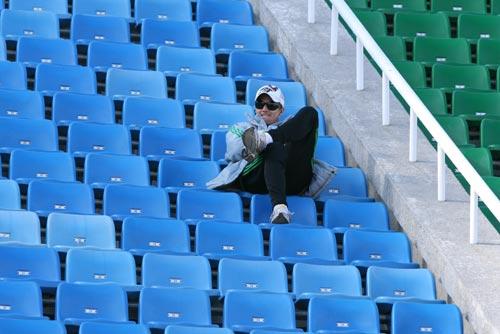 图文:[热身赛]国安2-1北理工 大格里菲斯观战
