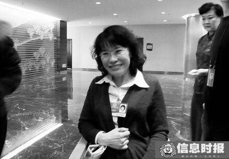 张海迪接受记者的采访。信息时报记者 巢晓 摄