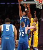 图文:[NBA]湖人擒森林狼 戈麦斯勾手