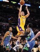 图文:[NBA]湖人擒森林狼 法玛尔跳投