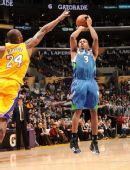 图文:[NBA]湖人擒森林狼 科比封盖对手