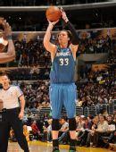 图文:[NBA]湖人擒森林狼 米勒外线跳投