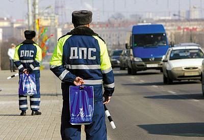 白俄罗斯首都明斯克交警送妇女节礼物