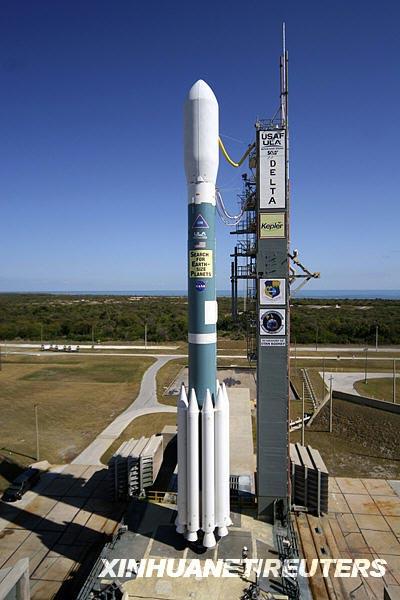 搭载太空望远镜的火箭成功升空。新华社/路透