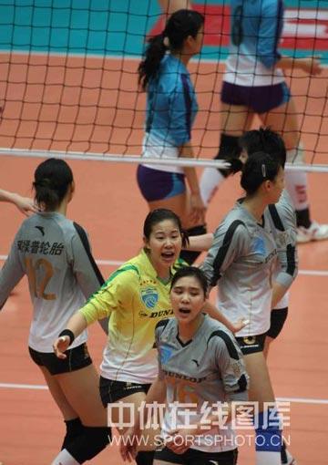 图文:天津女排3-1上海 上海呐喊鼓励自己