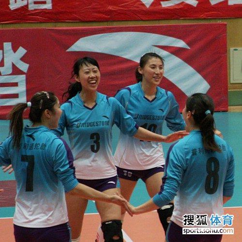 图文:天津女排3-1上海女排 天津欢庆胜利