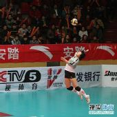 图文:天津女排3-1上海女排 陈伊娜发球