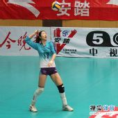 图文:天津女排3-1上海女排 霍晶发球