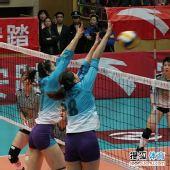 图文:天津女排3-1上海女排 魏秋月霍晶拦网