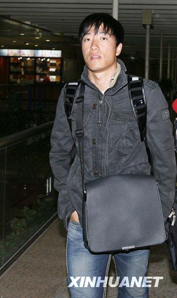 图文:刘翔赴美疗伤结束回国 飞人脸上有些疲惫