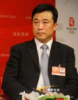 全国政协委员、中国运载火箭技术研究院党委书记梁小虹接受记者采访