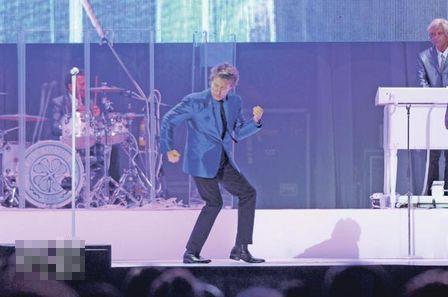 64岁的Rod Stewart在香港热力开唱