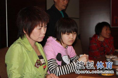 图文:韩国主将李玟真挑战李赫 华学明与宋容慧
