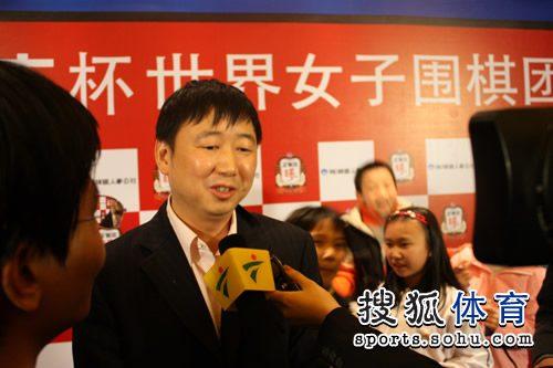 图文:李赫胜李玟真中国提前夺冠 俞斌接受采访