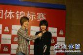 图文:正官庄杯中国队提前夺冠 李赫和美女主持