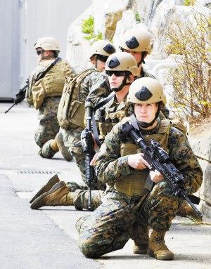 昨日,在韩国首都首尔东南410公里的镇海美军基地,美国海军陆战队太平洋反恐安全小组参加演习。