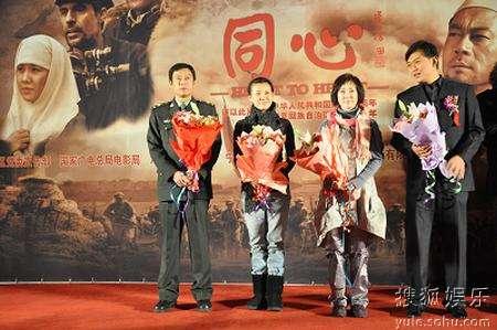 剧中主要演员:巫刚、刘琳、傅艺伟、黄海冰(左至右)