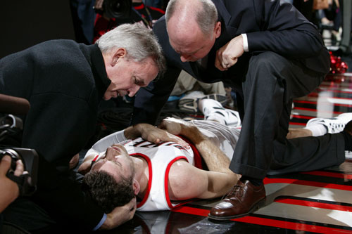 费尔南德斯被撞伤至晕厥