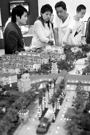 业内人士认为放开房贷政策对房产市场的活跃成交起到重要作用。 本报记者 邵东升 摄