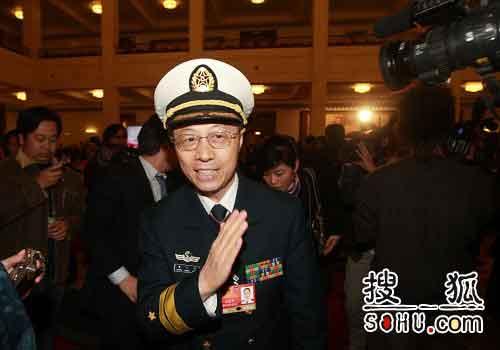 王登平少将感谢媒体辛苦工作