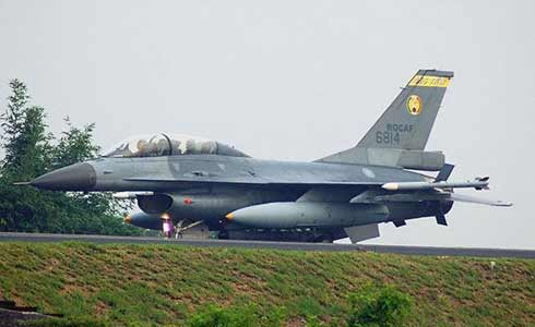 资料图:台军现役F-16B战机
